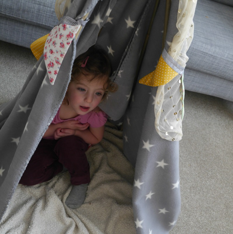 making a children's play tent