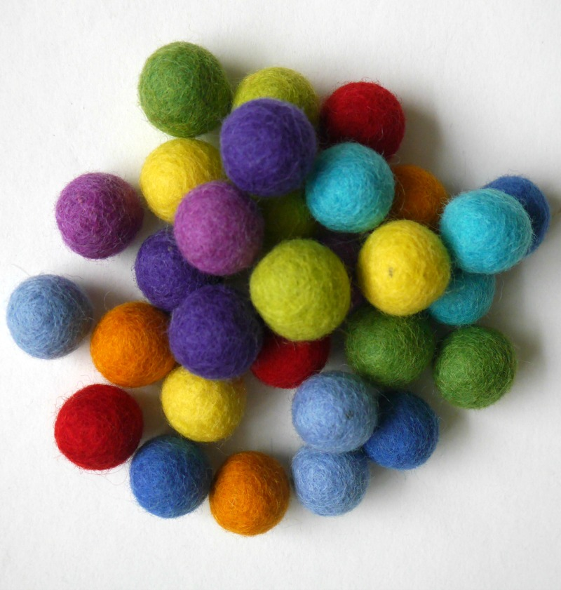 Instructions for making a colourful string felt ball garland (simpler than you'd think!)