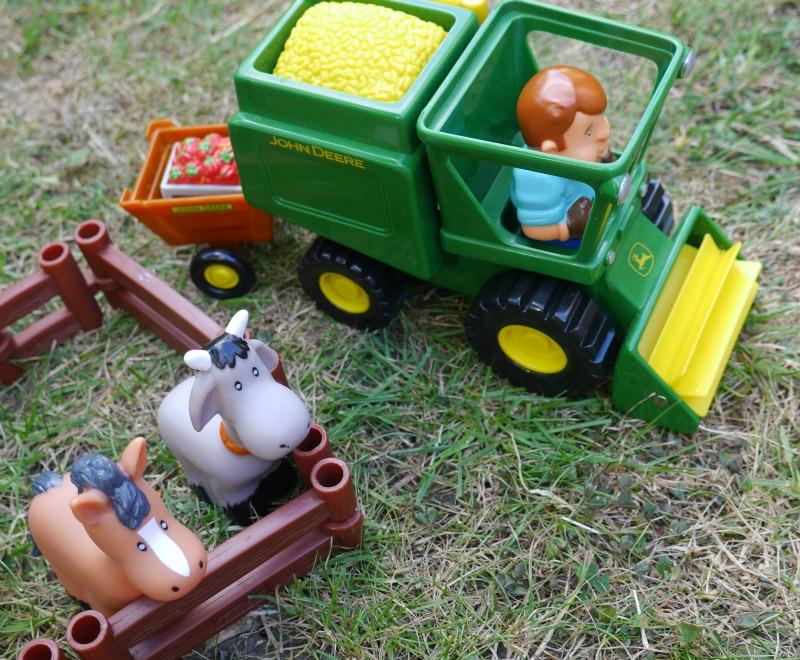 Tomy John Deere tractor playset review