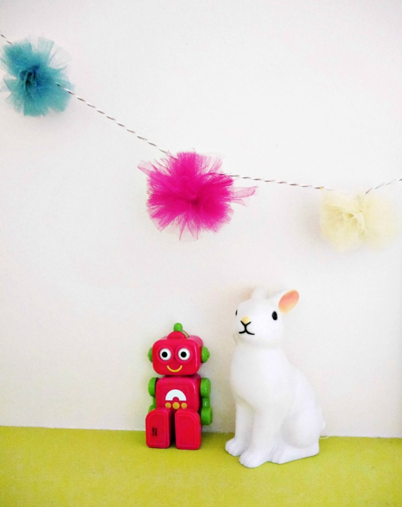 How to make a really easy colourful pom pom garland for children's rooms