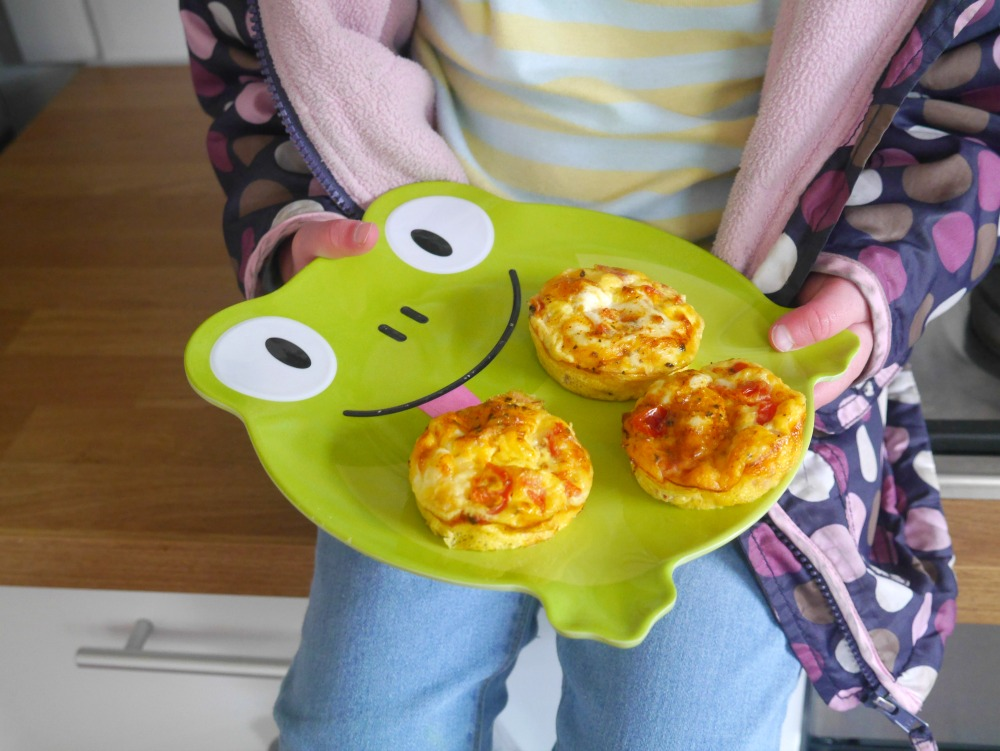 Recipe for easy egg muffins with tomato and ham