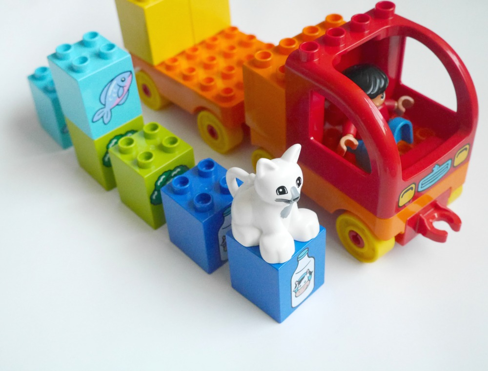 Lego Duplo cat - Duplo food pairing delivery truck