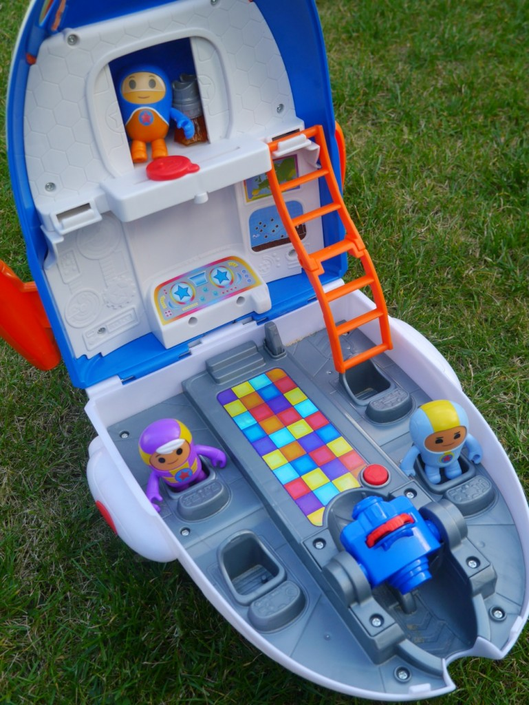 fisher-price-go-jetters-toys-review-jet-pad-headquarters-toy-review