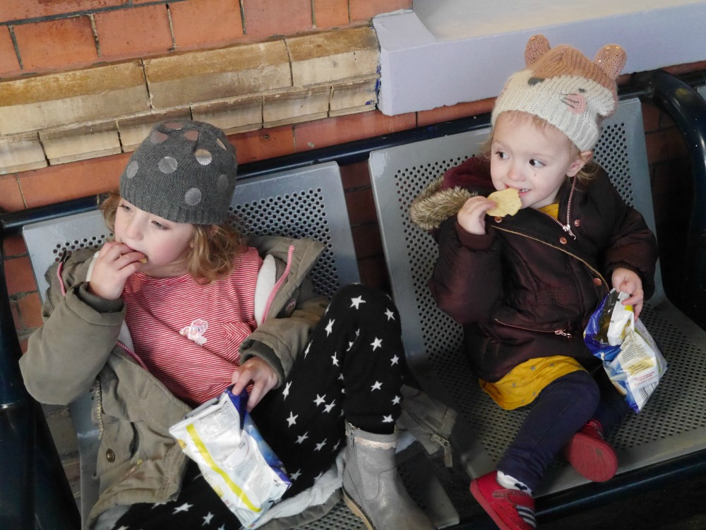 Tips for stress-free travel by train with small children - take snacks