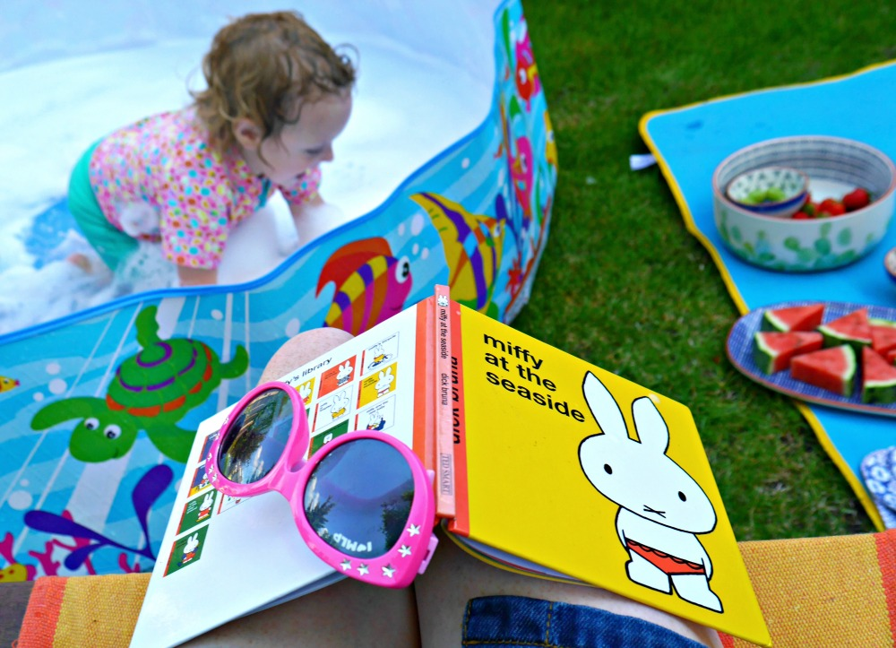 Supervising children in the paddling pool - tips for a super summer with Amazon