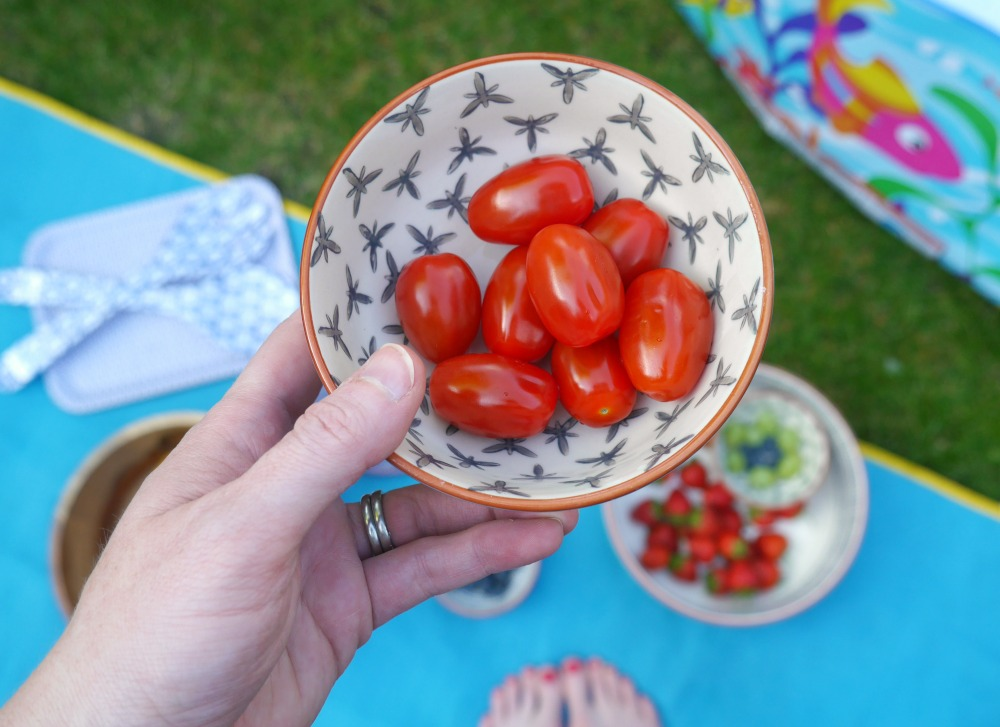 Tomatoes in a fruit bowl - summer crockery from Amazon