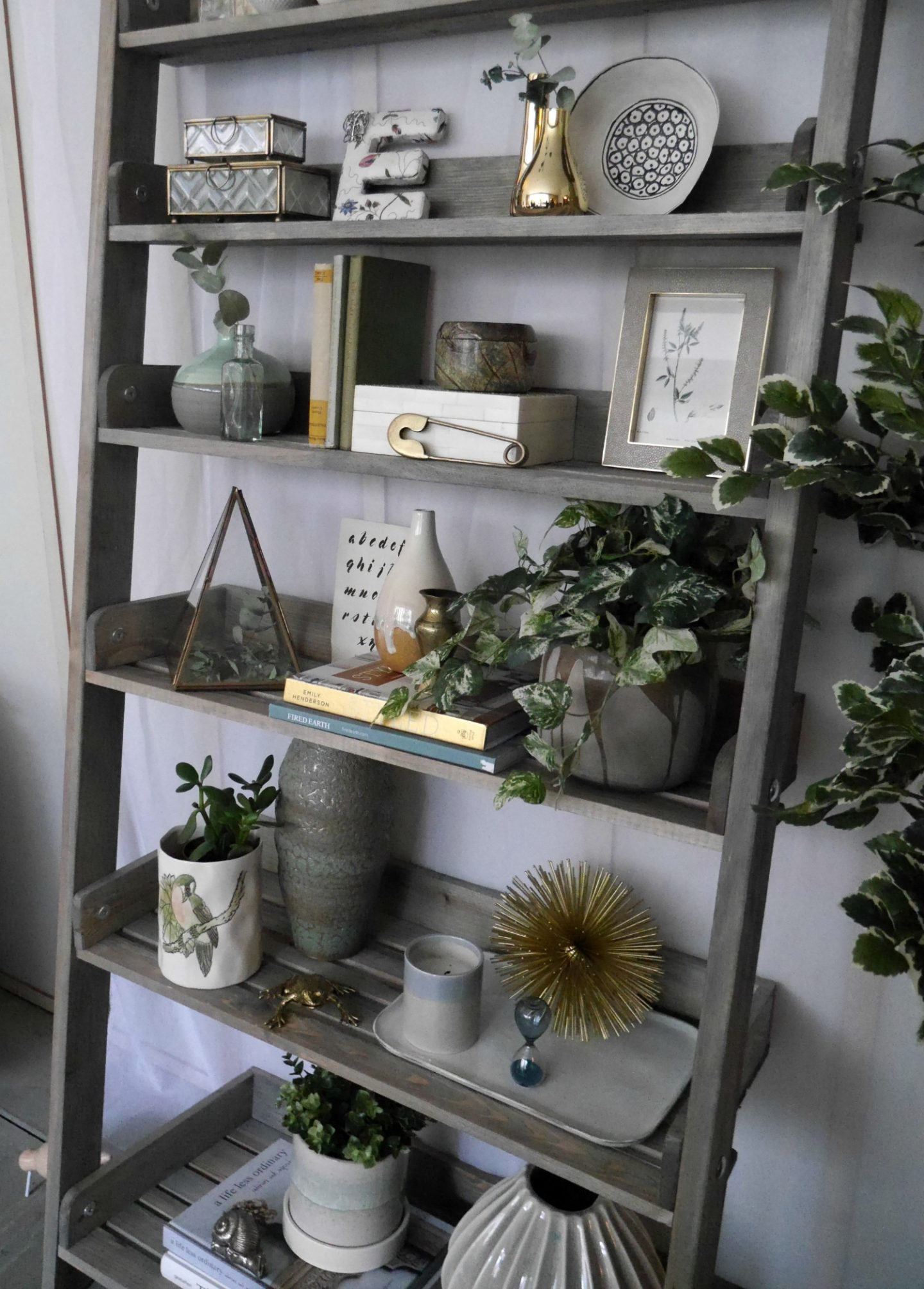 How to style a book case - home styling tips from Amara