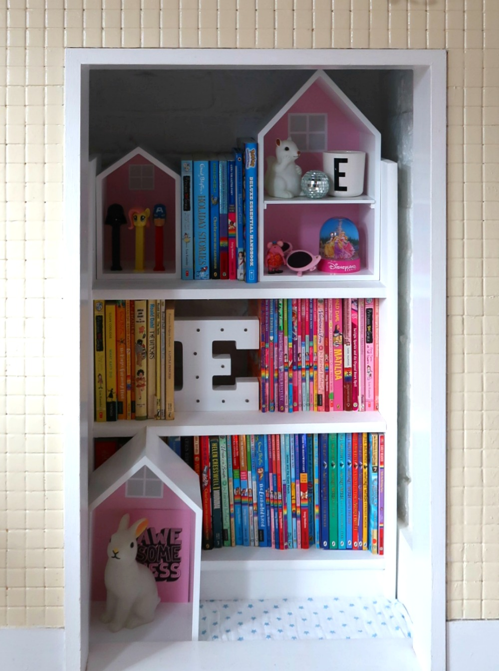 Children's room fireplace makeover - turning a disused fireplace into a rainbow coloured bookshelf for children's rooms #interiors #kidsrooms