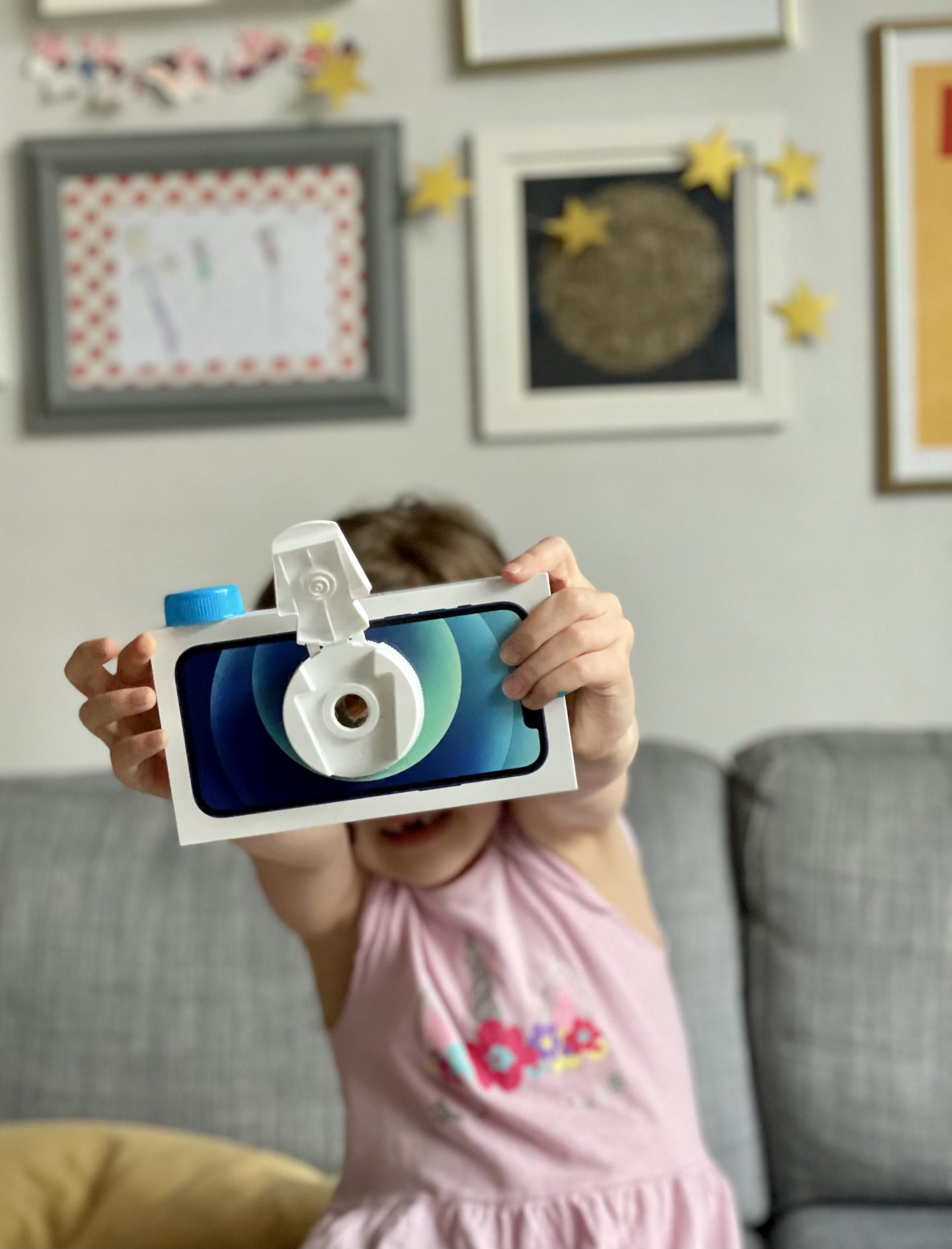 How to craft: make a cardboard box camera for children